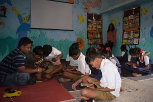 saurabh helping Vangani children at Digital StudyMall